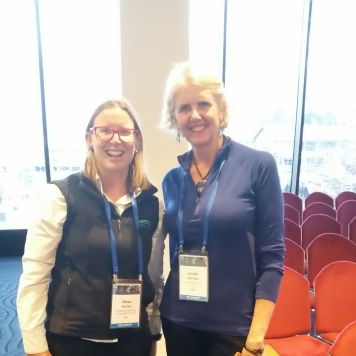 EstuaryWatch Victoria Coordinator Rose Herben meets Linda Johnson, active member of the Friends of Moore River Estuary.